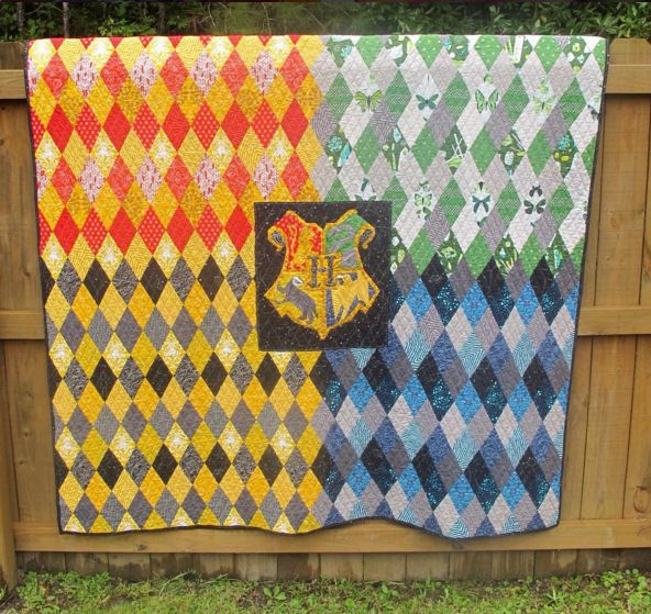 Awesome Harry Potter quilt by @merryrad. The inner crest block is from Fandom in Stitches.