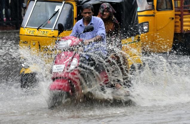 Isolated rain or thunder showers forecast in TS, AP Read complete story click here http://www.thehansindia.com/posts/index/2015-05-30/Isolated-rain-or-thunder-showers-forecast-in-TS-AP-154193
