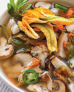 sopa-de-hongos-y-flor-de-calabaza