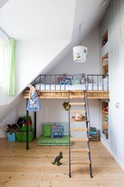 Space saving children's room ideas... Good way of creating floor space