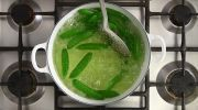 Salade met ovengeroosterde tomaten, sperziebonen en sesamdressing - Recept - Allerhande - Albert Heijn