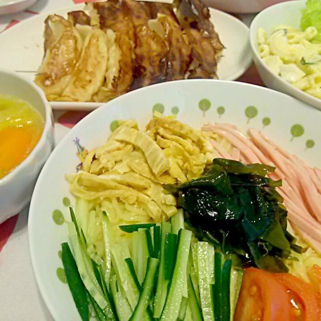 冷やし中華はじめました(笑) - 8件のもぐもぐ - 冷やし中華☆餃子☆サラダ☆野菜スープ by maharopeco
