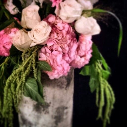 Pure elegance! Pink hydrangea, garden roses and amaranthus