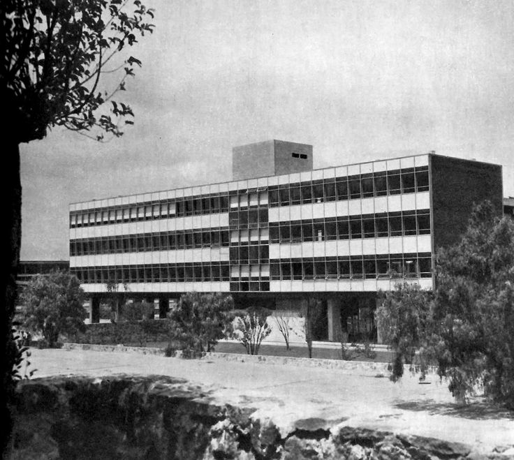 Instituto de Geologia (hoy Centro de Enseñanza de Lenguas Extranjeras - CELE), Ciudad Universitaria (UNAM), Ciudad de México 1952  Arqs. Juan Sordo Madaleno, José Luis Certucha y Luis Martínez Negrete -   Institute of Geology (now Center for Teaching Foreign Languages - CELE), University City, Mexico City 1952