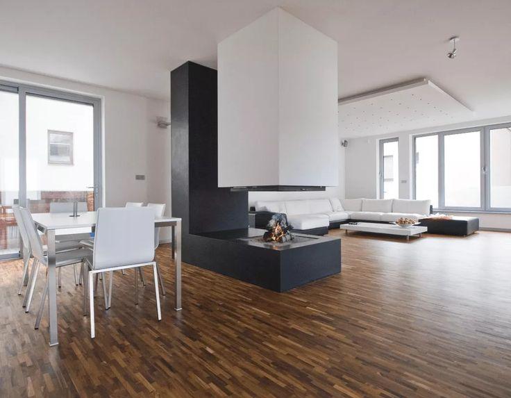 Camino sospeso aperto su 4 facce, monoblocco. Open space (soggiorno, cucina, stanza da pranzo) minimal moderno