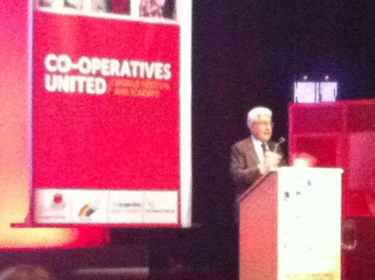 Carlo Borzaga, di Euricse e dell'UniVersita' di Trento sta parlando all'Expo Coop di Manchester sul tema Understanding Cooperatives for a Better World
