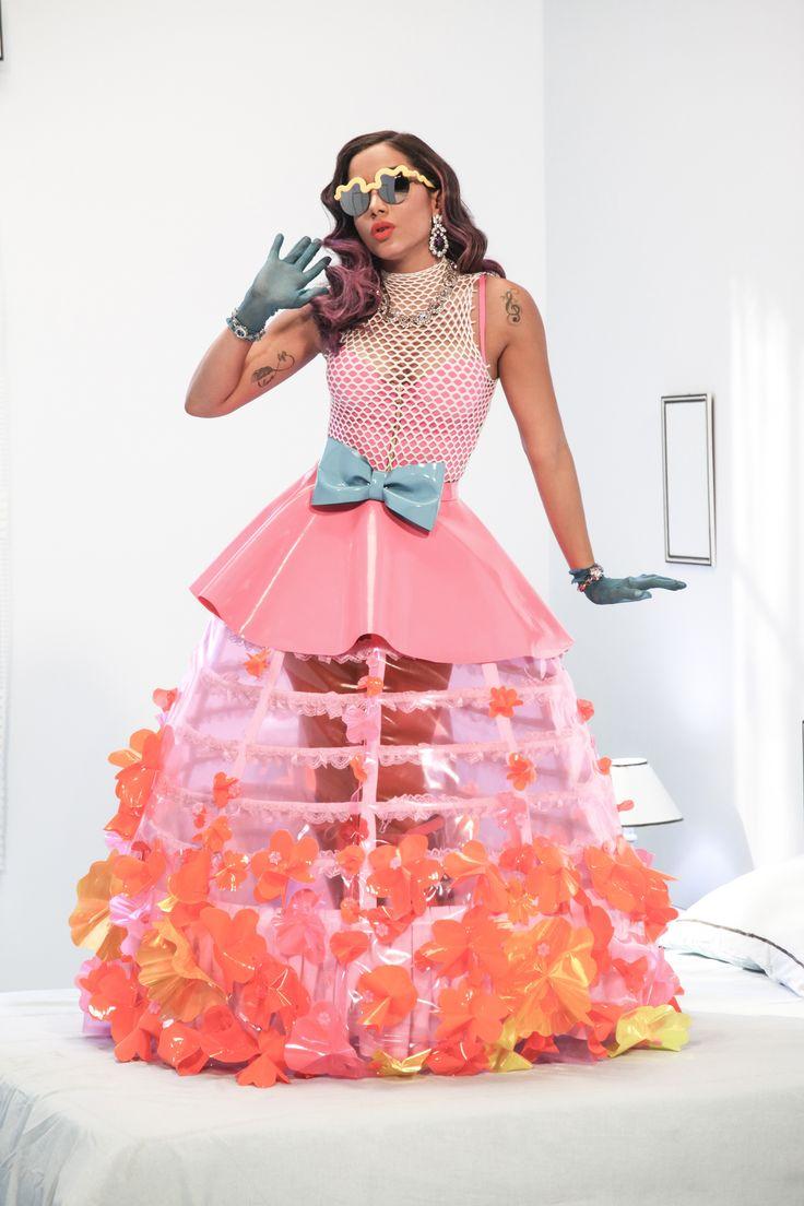 """Anitta aparece como uma boneca em seu novo clipe """"Essa mina é louca"""" (Foto: Augusto Mestieri)"""