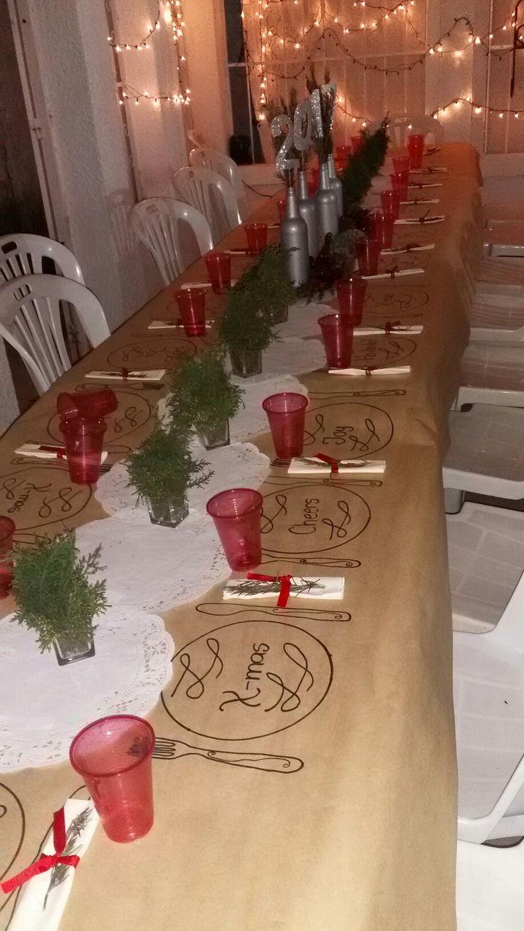 decoracion mesa para navidad estilo pizarra con mensajes camino de mesa con pino