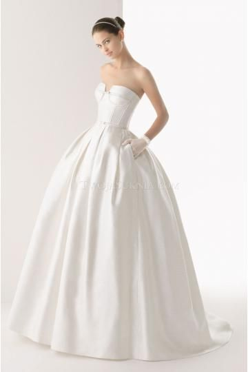 84 best simple wedding dresses images on Pinterest   Wedding frocks ...