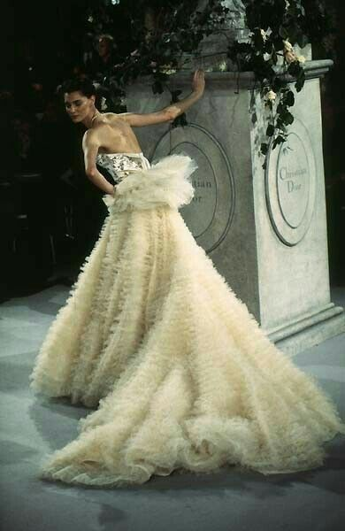 261 best DIOR PART 1 images on Pinterest | Fashion vintage ...