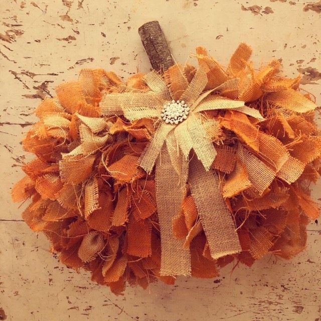 DIY Dollar Tree Rag Pumpkin Wreath – The Shabby Tr…