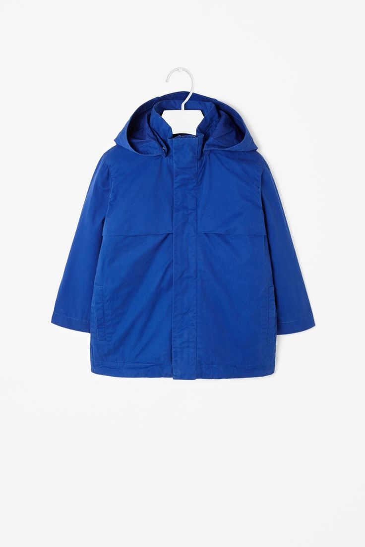 Made from cotton twill with a soft washed quality, this hooded parka has a removable padded gilet for warmth. A straight shape, it is a long-sleeved style with front welt pockets and a front metal zip fastening.