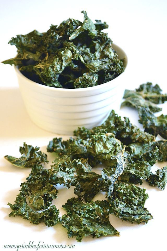 Kale chips - Homemade kale chips is way cheaper than store bought and tastes absolutely amazing. Make sure you make a lot because it's addictive and runs out quickly :). #kale #chips #healthy #homemade www.sprinkleofcinnamon.com