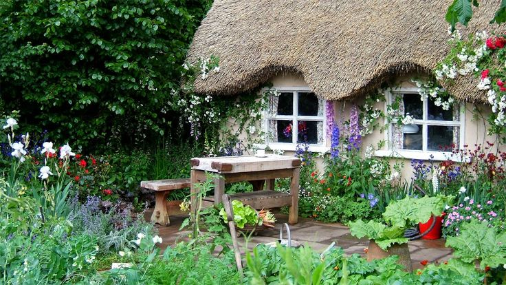 Love English gardens!: Country Cottages, Cottages Gardens, Thatched Roof, English Cottages, English Gardens, English Country Gardens, Little Cottages, Gardens Cottages, Snow White