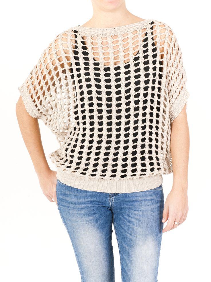Jersey de punto calado para mujer calado de cuello redondo y sisas tipo murciélago. Disponible en color granate, beige, tejano y marrón. Elige el tuyo ahora.