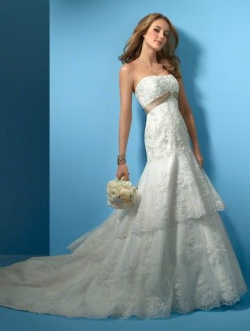 (NO.031117 )2011 Style Trumpet / Mermaid Strapless Sleeveless Chapel Train Lace  Wedding Dress For Brides