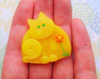 Polímero arcilla bronce gato feliz pin broche o imán por Coloraudia