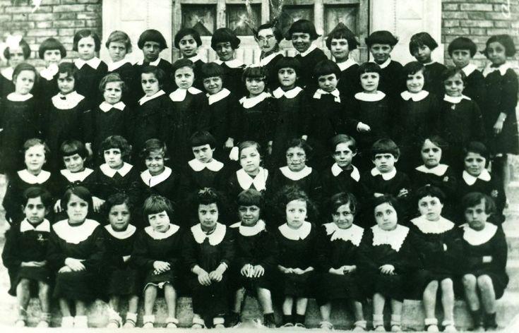 Alunni della scuola elementare di Castello d'Argile. Nella foto compare Cevolani Anna.