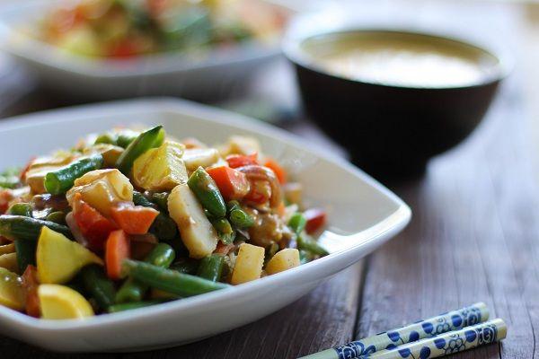 Vegetable Stir Fry with Thai Peanut Sauce | http://www.theroastedroot.net