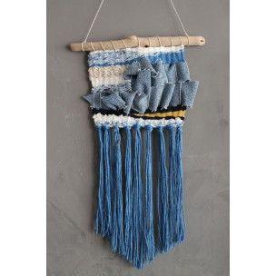 Tissage Hand made pièce unique. Décoration murale ethnique et originale Tissage couleur bleu jeans, support en bois flotté pour un esprit bohème& vintage.