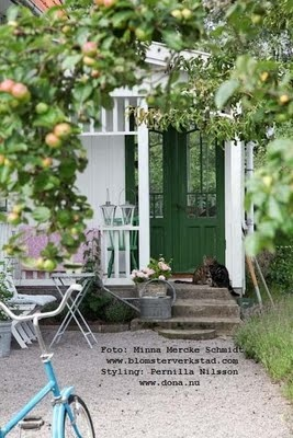 summerhouse with apples and bicycles. see the blog behind this for more nice things