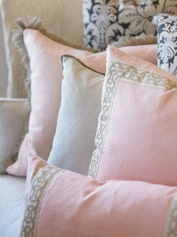 Trim on pillows.Pink Taupe Bedrooms, Decor Design, Beautiful Ambience, Decor Ideas, Blushes Pink, Soft Colors, Pastel Colors, Pillows Talk, Throw Pillows