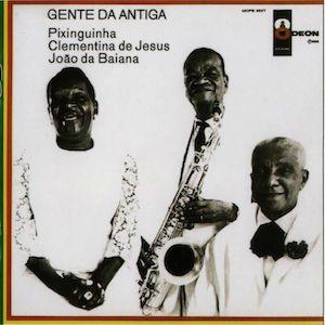 En 1968 à une période charnière post-Bossa Nova et pré-Tropicaliste, trois monstres sacrés de la musique brésilienne, je vous parle de la Samba et du Choro des origines, enregistrent en trois jours un album qui aurait pu paraître complètement daté à l'époque....