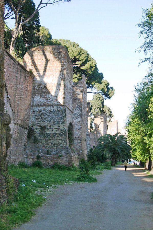 Il rione Testaccio a Roma:- Mura Aureliane //pp