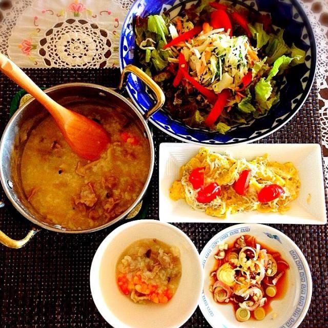 中華だしで煮たお粥さんは、ミョウガにラー油、お醤油を付けていただきました。  卵はごま油で作りました - 68件のもぐもぐ - 海老と豚肉の中華粥   トマトとしらすのふんわり卵   キャベツと人参の黒ゴマ入りコールスロー! by tinatomo