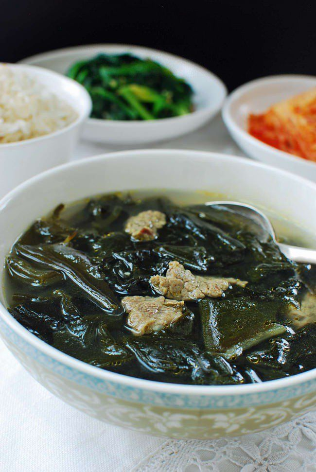 Miyeok guk (seaweed soup) with beef Ingredients 1.5 ounces dried miyeok (yields about 3 cups soaked) 5 ounces beef (stew meat or brisket) 2 teaspoons minced garlic 2 tablespoons soup soy sauce (gukganjang) 1 tablespoon sesame oil salt and pepper 10 cups water