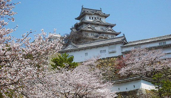Himeji (姫路) is most famous for its magnificent castle, Himeji Castle, widely considered to be Japan's most beautiful surviving feudal castle. The castle is designated both a national treasure and a UNESCO world heritage site.