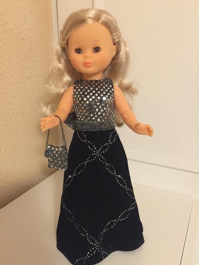 ce9ec8c200 Vestido de fiesta para muñeca Nancy clásica de segunda mano por 35 € en  Madrid en