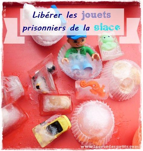 Jouer avec des glaçons : un jeu d'été rafraîchissant  http://www.lacourdespetits.com/jouer-avec-des-glacons-un-jeu-d-ete-rafraichissant/ #glacons #jeudeau