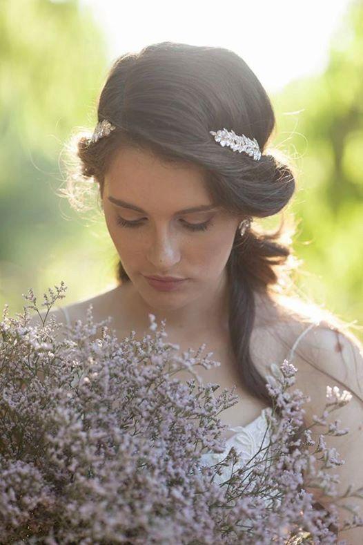 エレガントに。夏の結婚式の花嫁衣装 髪型候補♡ウェディングドレス、カラードレスにも似合うヘアスタイルまとめ一覧♡