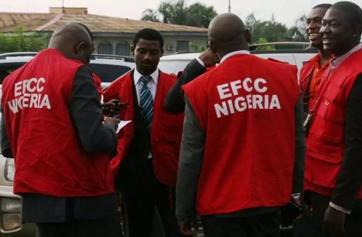 What EFCC Did To Its Operatives For Leaking Classified Info To Bloggers - http://www.thelivefeeds.com/what-efcc-did-to-its-operatives-for-leaking-classified-info-to-bloggers/