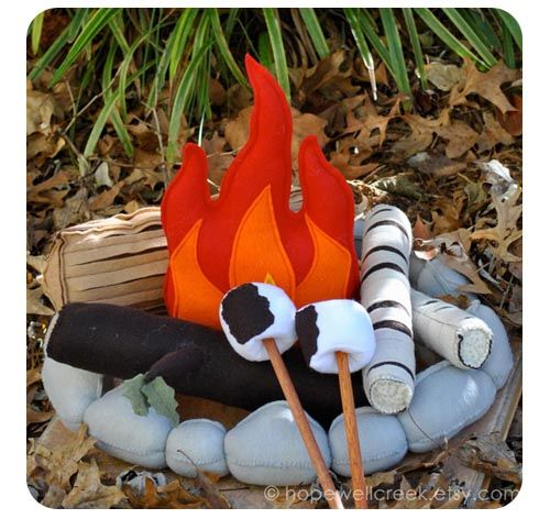 Campfire Felt Toy – Even the Rain Won't Stop the Camping Fun!