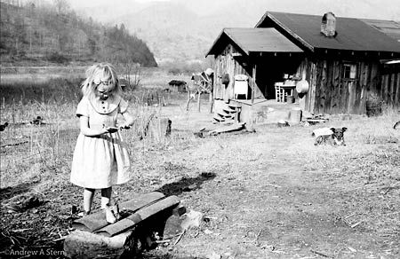 Andre Stern, Girl Fingerpainting (part of his Appalachia Portfolio, 1959 - 1963)   http://www.andresternphoto.com