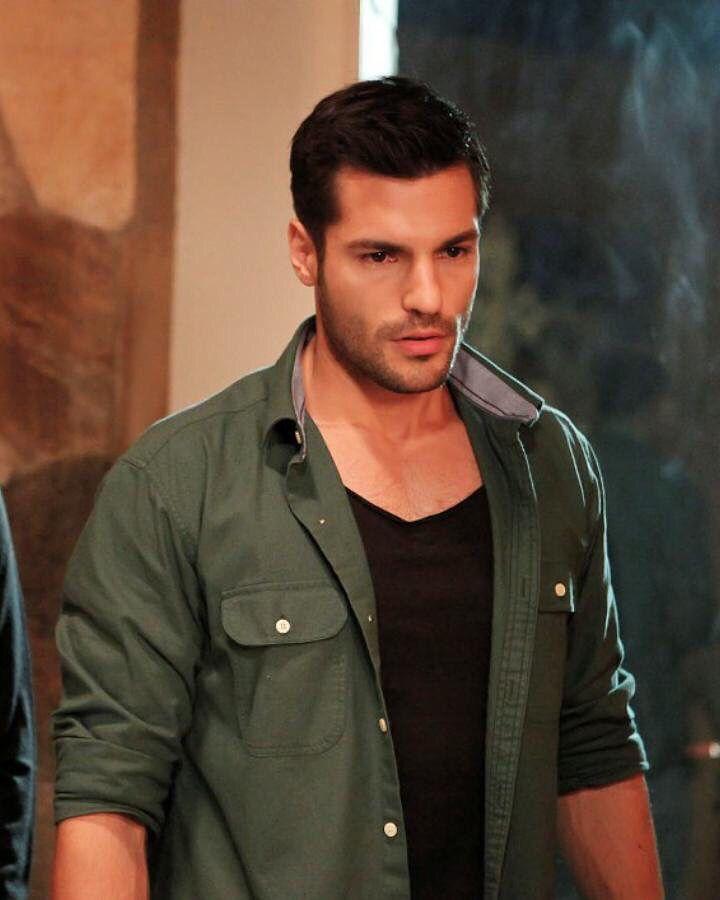 Serkan Cayoglu as Ayaz Dinçer