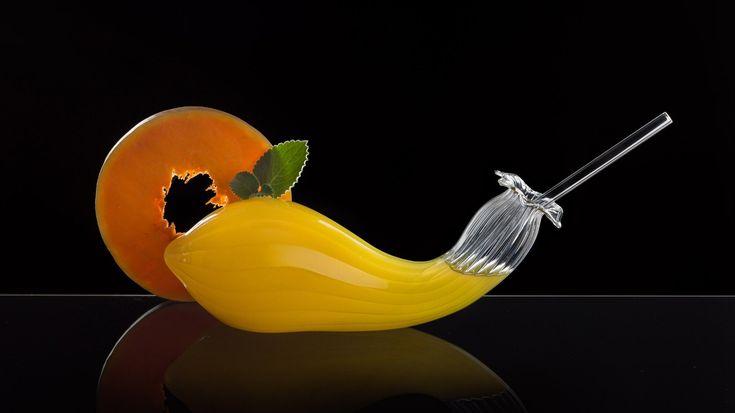 Ο Martin Jakobsen, δημιουργεί χρηστικά αντικείμενα από χειροποίητο, φυσητό γυαλί που εντυπωσιάζουν με τον πρωτότυπο σχεδιασμό τους.
