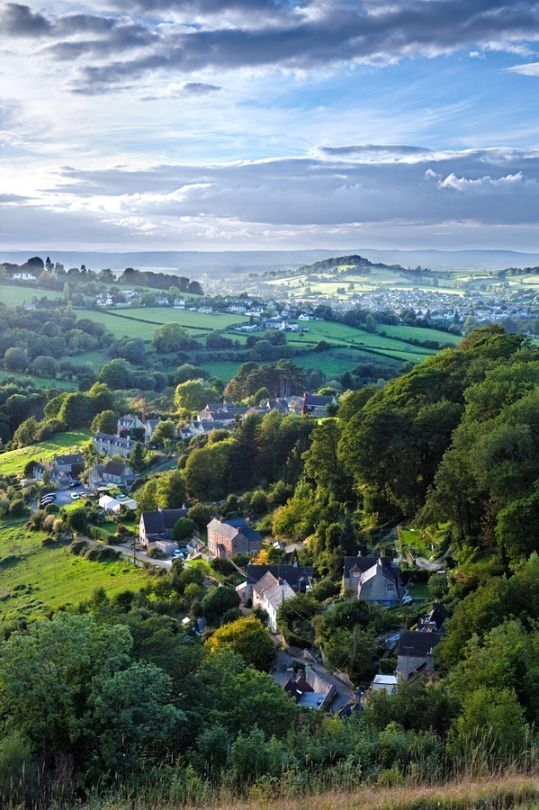 England Travel Inspiration - The Cotswolds ... rural area of south central England covering parts of 6 counties, notably Gloucestershire and Oxfordshire. Its rolling hills and grassland harbour thatched medieval villages, churches and stately homes built of distinctive local yellow limestone.