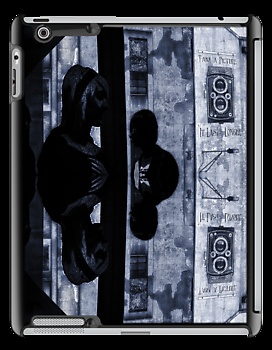 ... it lasts longer - custom iphone / ipad / ipod sensitive skins for your i-device. Unique bespoke designs by dennis william gaylor .:: watersoluble ::.
