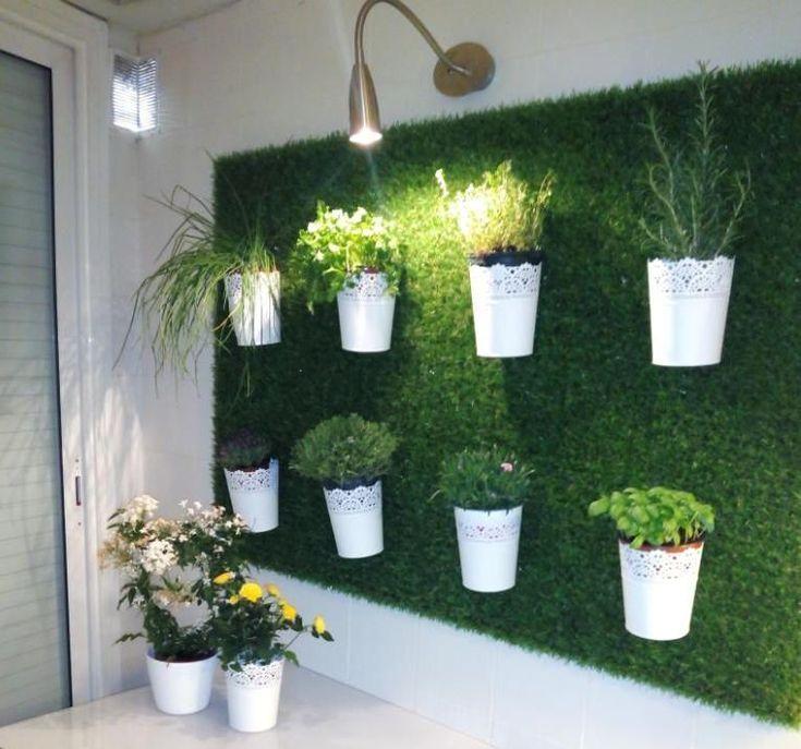 Impara A Leroy Merlin Come Realizzare Un Giardino Verticale Artificial Grass Wall Vertical Garden Diy Artificial Wall Garden