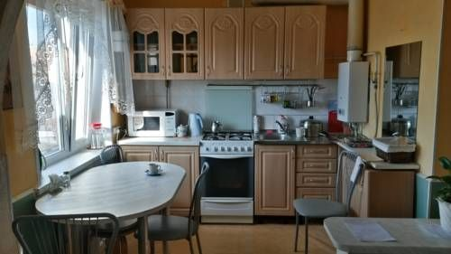 Apartment Oktybrskiy u Ozera Petrozavodsk Set in Petrozavodsk, this apartment features free WiFi and a balcony.  An oven and a microwave can be found in the kitchen. Towels and bed linen are featured in this self-catering accommodation.