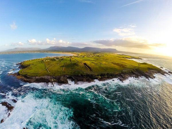 LIrlanda come non lavete mai vista nelle immagini catturate con un drone dal fotografo Raymond Fogarty (FOTO)