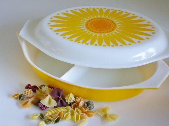 Pyrex Sunflower Pattern Divided Casserole Dish 1.5 Quart - Mid Century Modern Bakeware