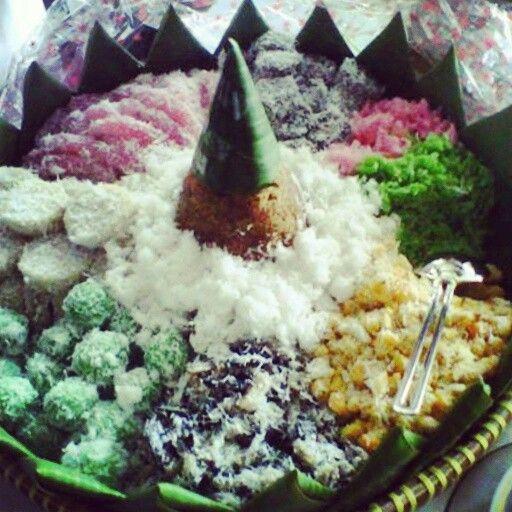 Javanese Traditional Food. Jajan Pasar : Cenil, Lupis, Gatot, Grontol, Klepon, Tiwul. Sweet taste.