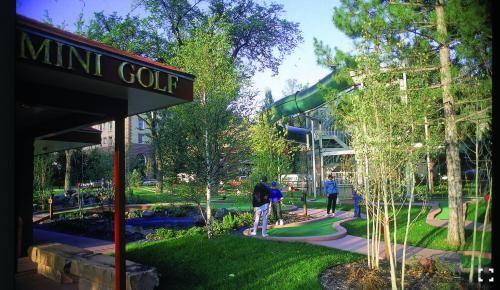 Glenwood Springs Mini Golf at the Hot Springs Pool #VisitGlenwood
