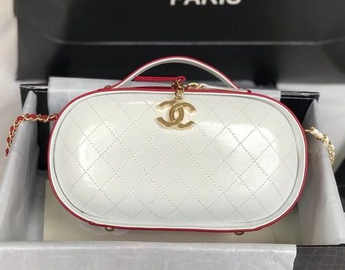 ef03e155263d Chanel Vanity Case Cruise 2019 Red&White #SS2019 #onlineshopping  #discountbag #designerbag #fashionistas #fashionblogger #onlinesale  #chanelbag