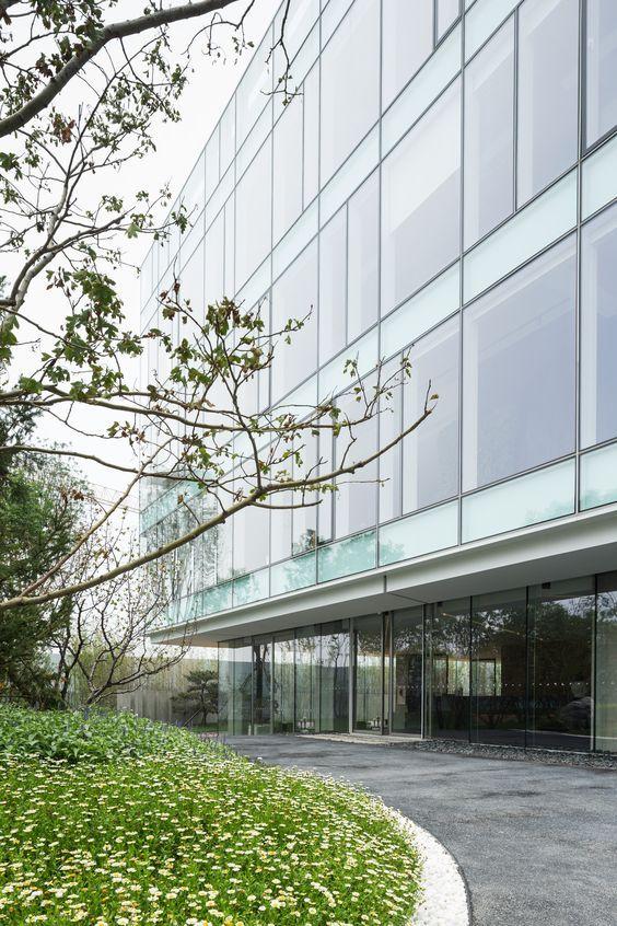 Tianzhu Marketing Center / Tsushima Design Studio. Photograph by Masao Nishikawa: