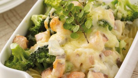 Need an Easter Fish dish? Try this Salmon and Broccoli Pasta Bake!